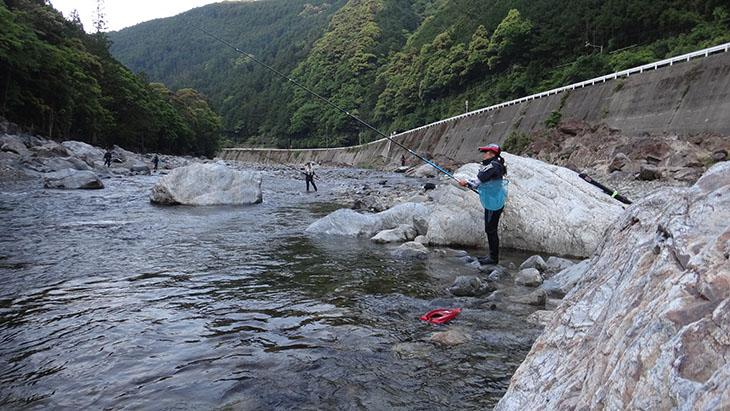 三重県宮川上流の鮎釣り – 株式会社モーリス